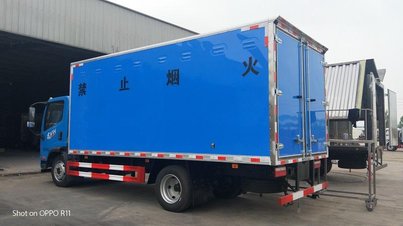 解放5米15额载7.4吨易燃气体厢式运输车,潍柴140马力视频