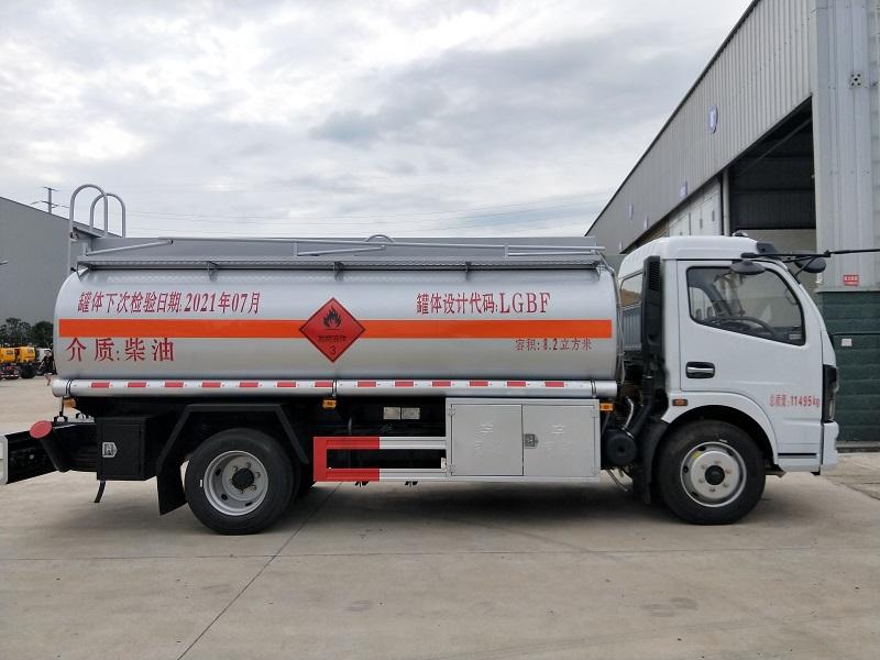 東風多利卡8.2方加油車 豪華8噸油罐車廠家 玉柴150馬力視頻