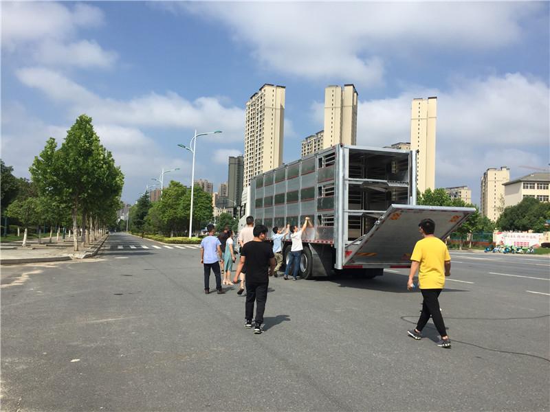 东风天锦6.8米铝合金4层恒温猪苗运输车 鸡苗鸭苗运输车