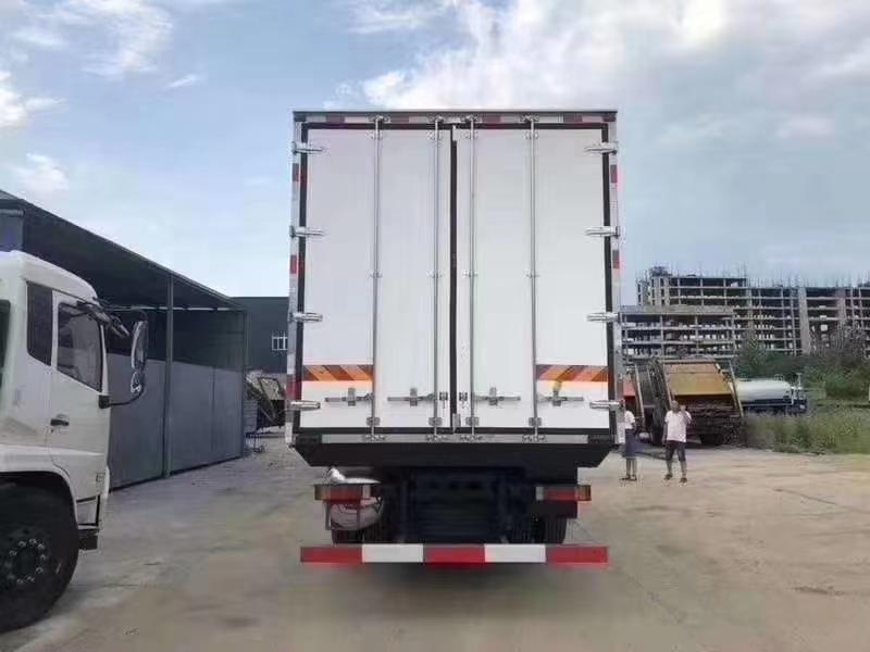 東風天龍肉鉤冷藏車圖片