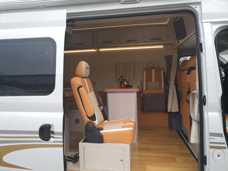 大通V80长轴高顶自动挡∪形沙发款流动服务车图片