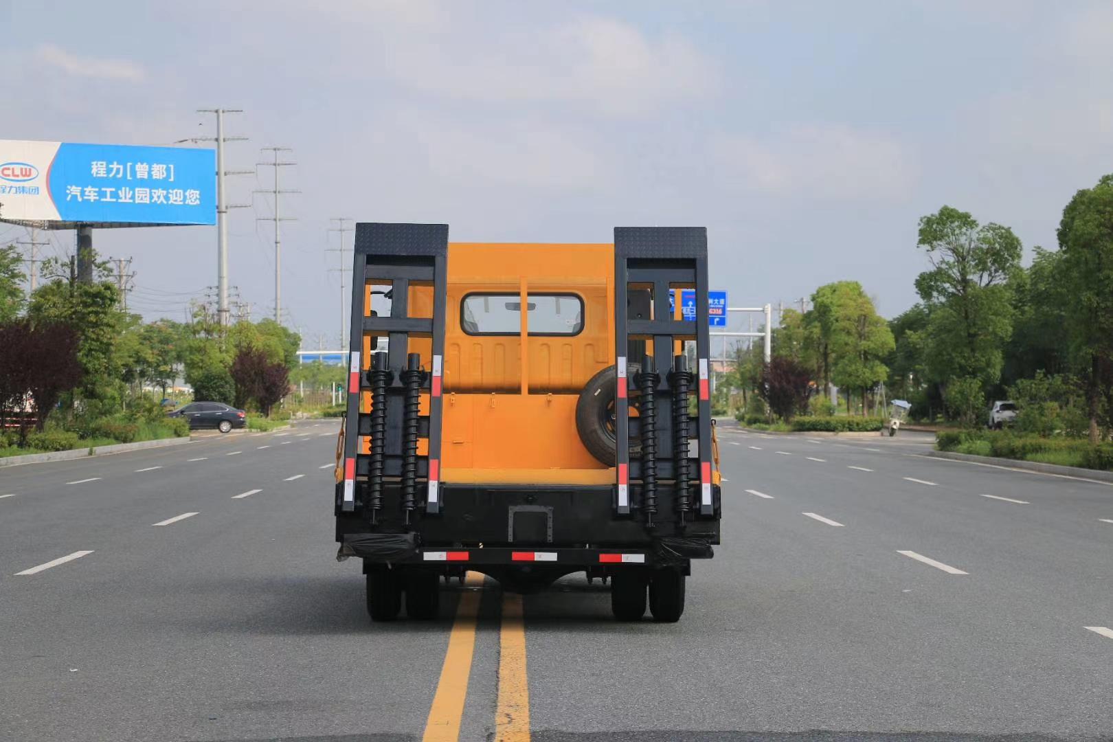 蓝牌平板运输车图片