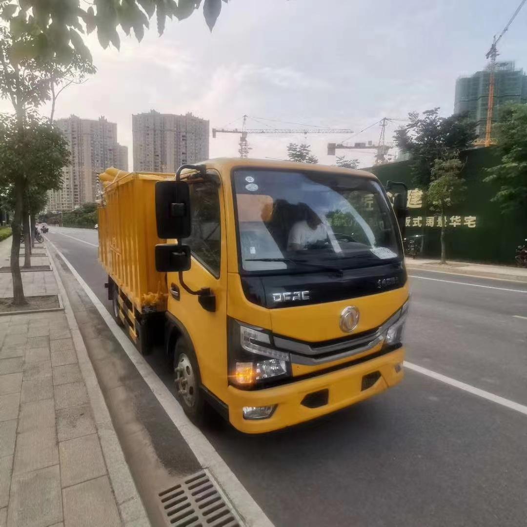 新款污水处理车已到达客户指定接车地点图片