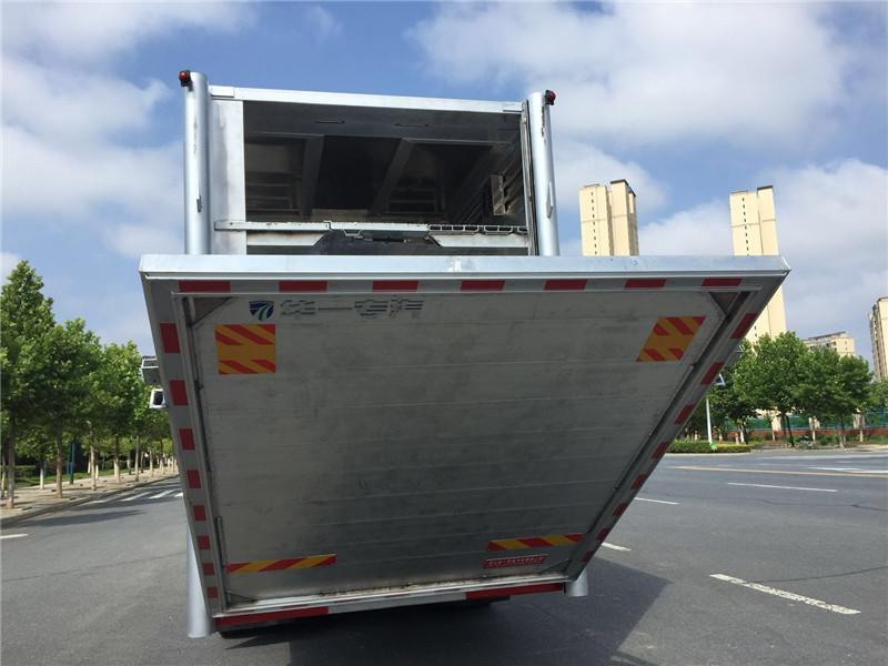东风天龙拉猪车尾门展示视频