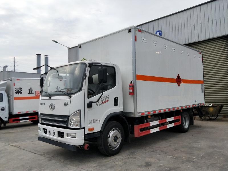 解放厢长5.15米易燃气体厢式运输车额载7.4吨包上户视频视频