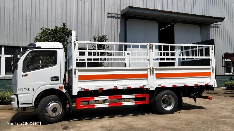气瓶运输车厂家 东风牌5.15米氧气瓶运输车额载4.2吨价格视频