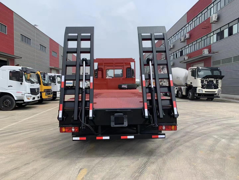 大运风驰25吨挖机平板拖车报价图片