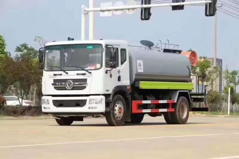 东风D9国六多车道前冲洒水后喷雾工程工地环保专用车视频
