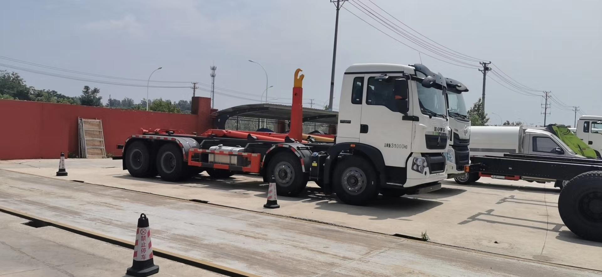 国六东风重汽前四后八31吨勾臂垃圾车图片