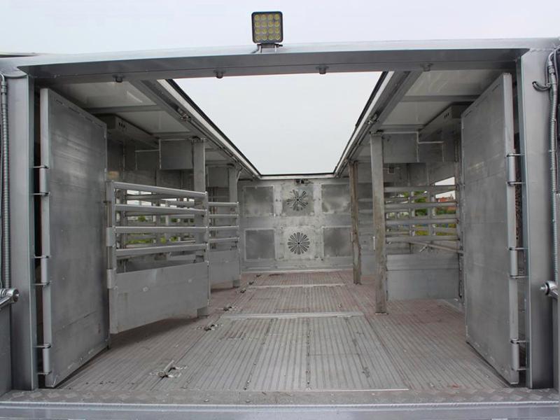 拉猪专用车 9米6恒温拉猪车价格