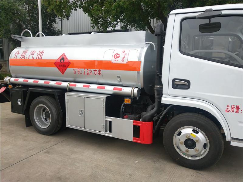 同威 2吨 5吨 8吨 油罐车厂家直销 油罐车有保证 视频视频