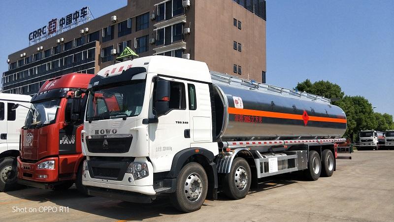 重汽豪沃前四后八20吨不超载30.5方铝合金运油车参数视频