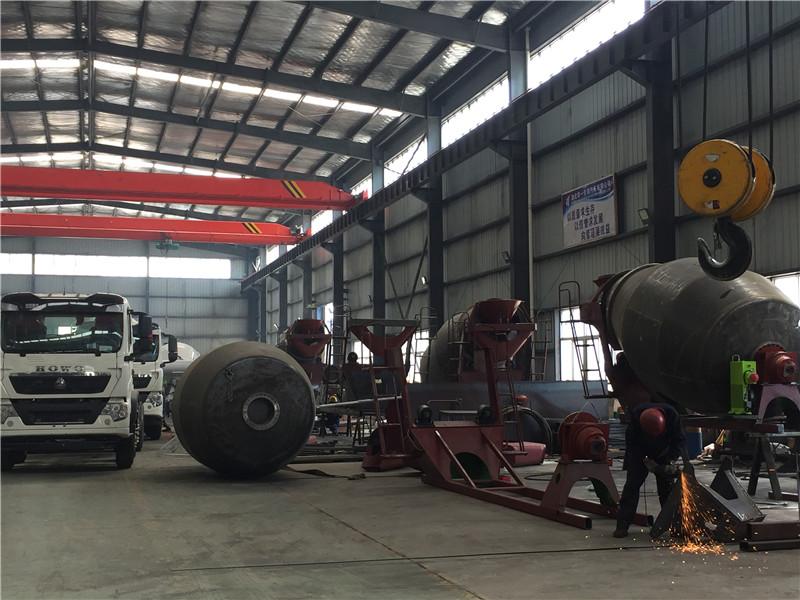 水泥罐车混凝土搅拌车装配车间视频