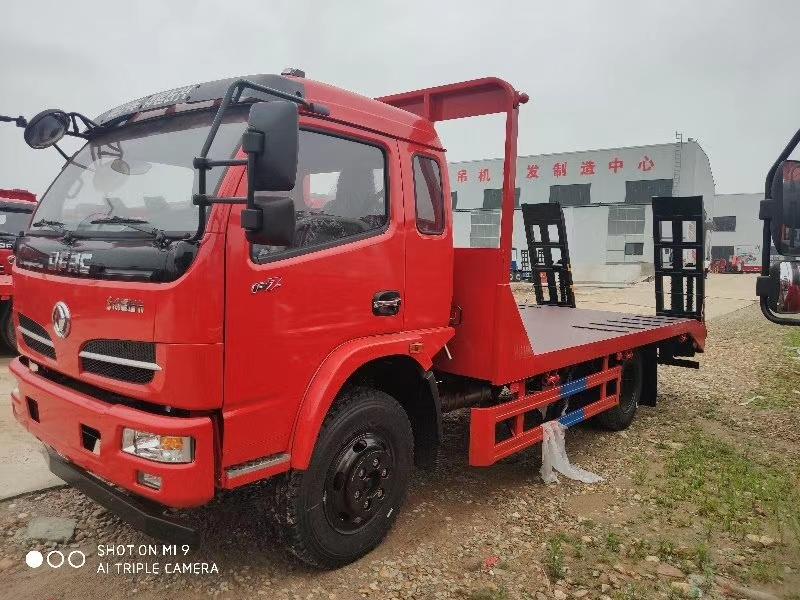国六东风福瑞卡平板运输车拉9吨挖机叉车