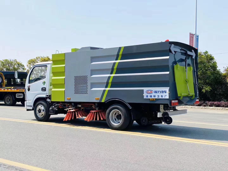国六小多利卡扫路车图片