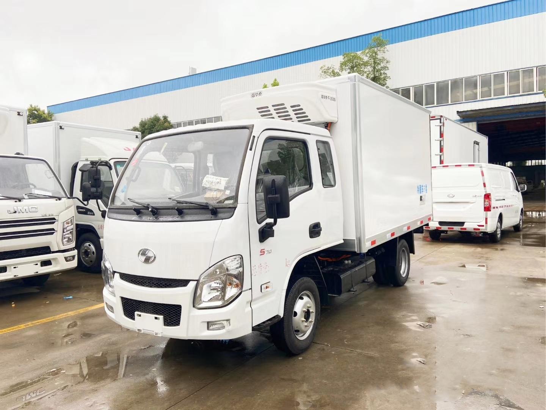 国六跃进小福星排半3米12冷藏车
