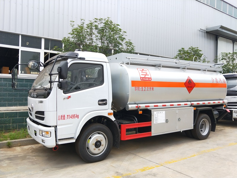 东风福瑞卡9.2方加油车配置报价 8吨油罐车厂家现车视频视频