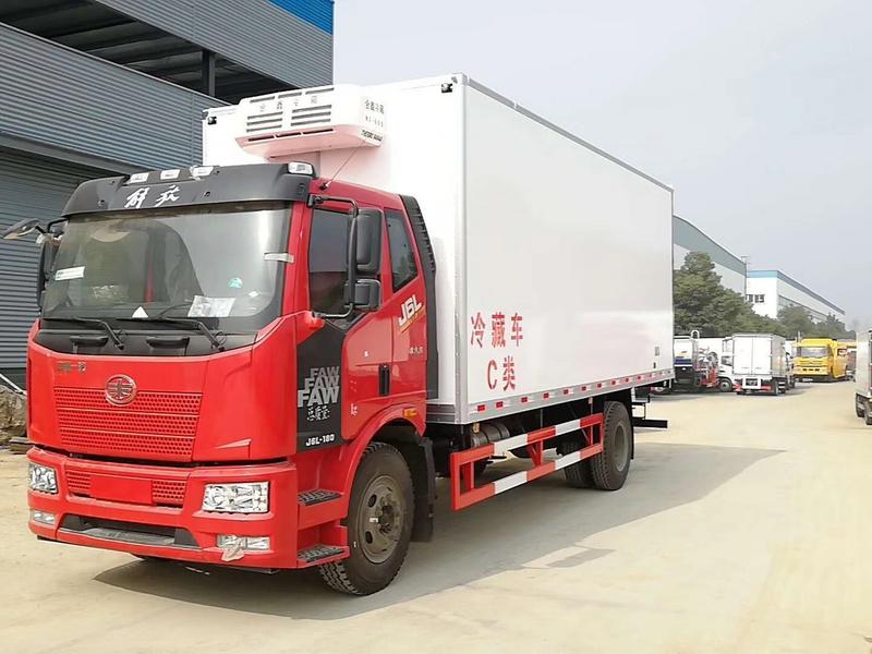 解放J6L6米8肉钩冷藏车价格13971799462