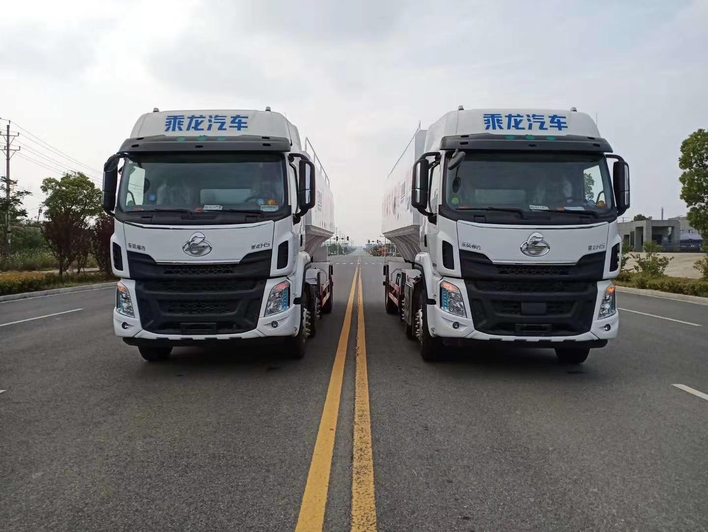 国六小三轴散装饲料车厂家直销_15吨散装饲料车价格