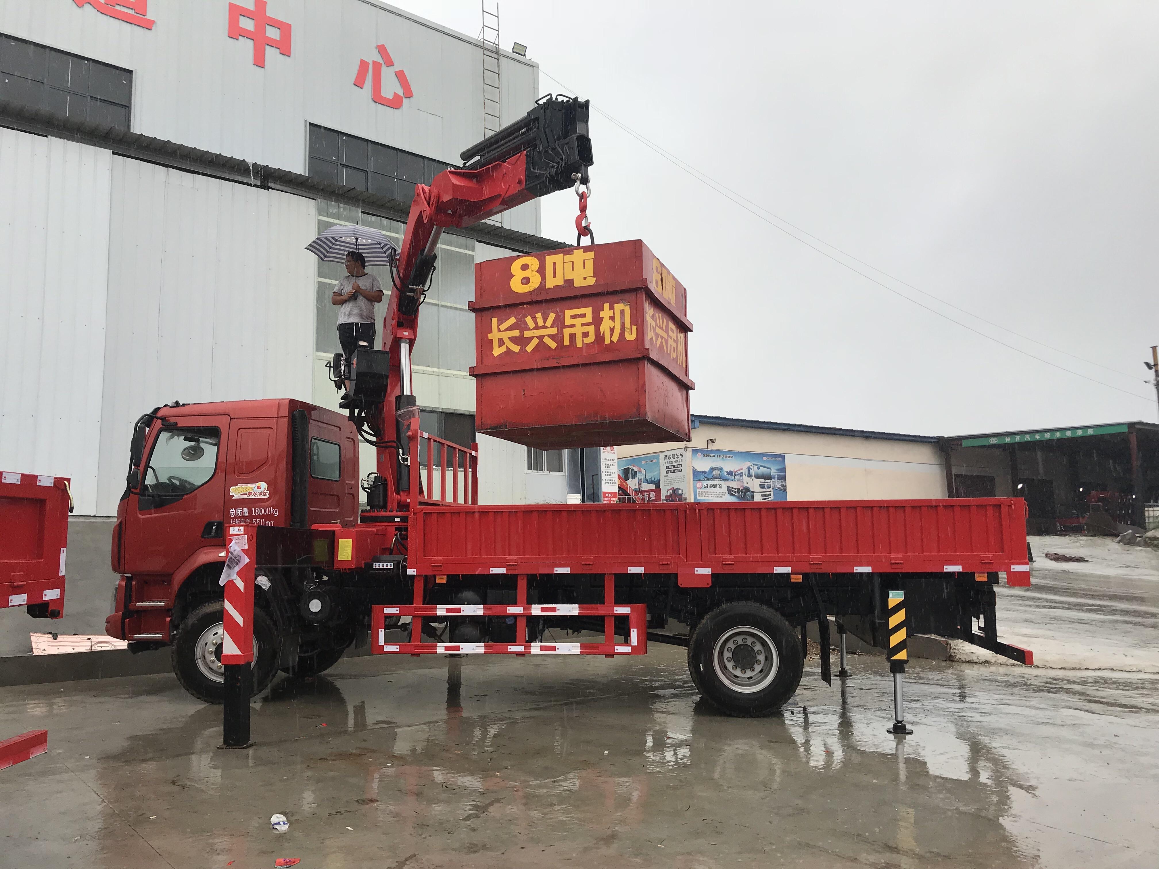 国六柳汽12吨折臂吊发往深圳、买车拨打页面电话视频
