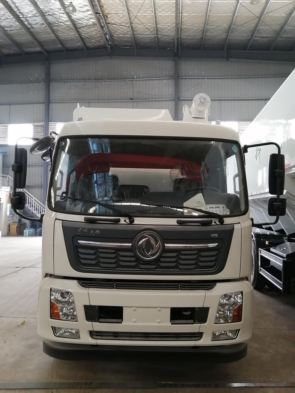 护送大北农上市公司定制的东风天锦24方进口液压饲料运输车图片