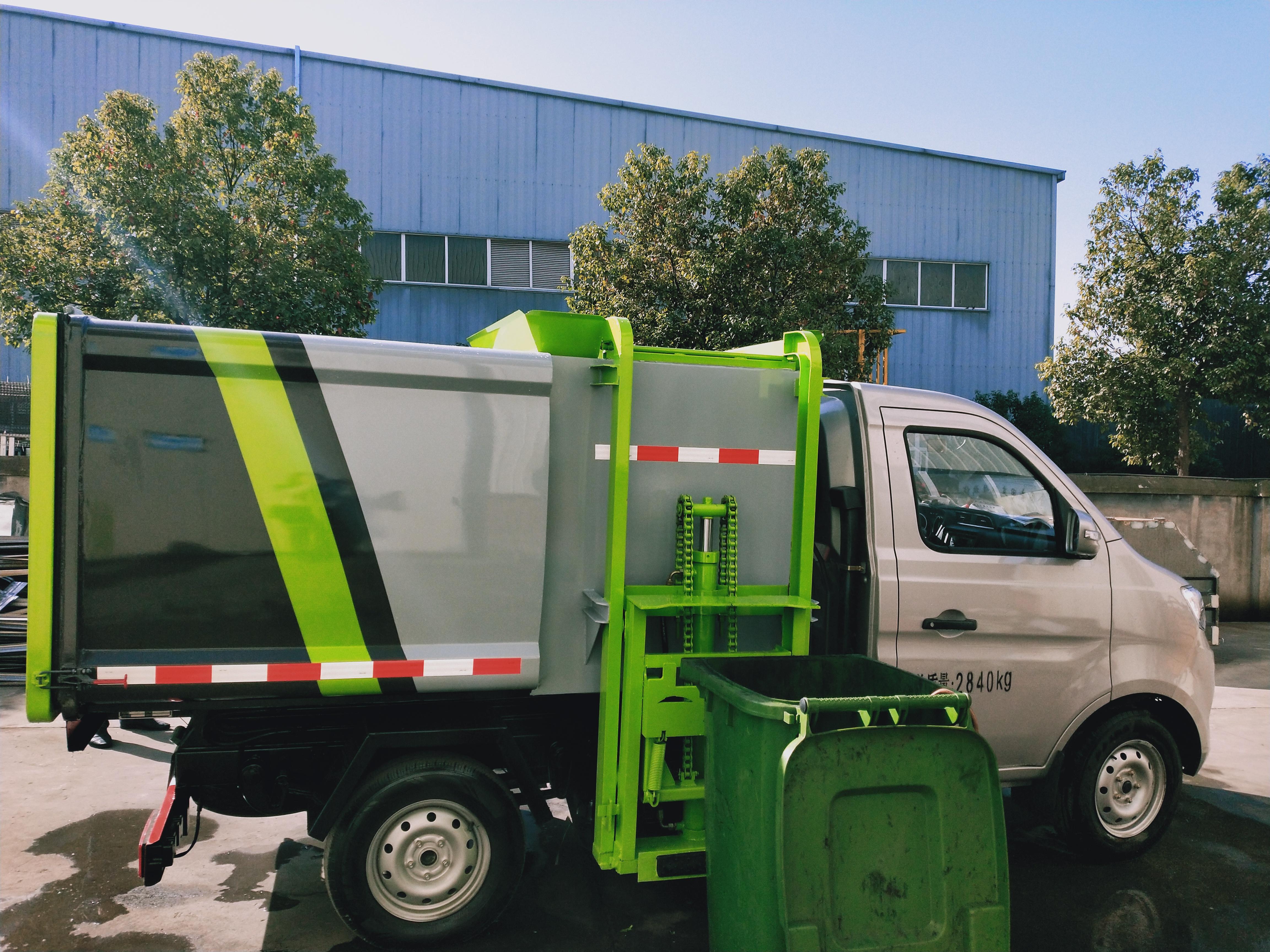 国六长安侧挂桶垃圾车厂家112马力价格图片
