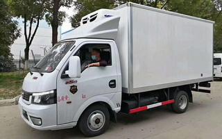 东风途逸柴油冷藏车,9.2万,3.5米箱长,提车有惊喜图片