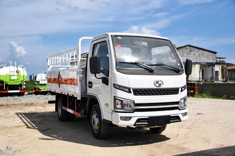 国六跃进小福星柴油版气瓶运输车 柴油版3.3米危化品运输车