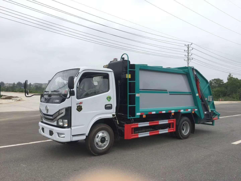 压缩垃圾车尾部常用的三种装置挂桶和大落地斗小三角斗图片