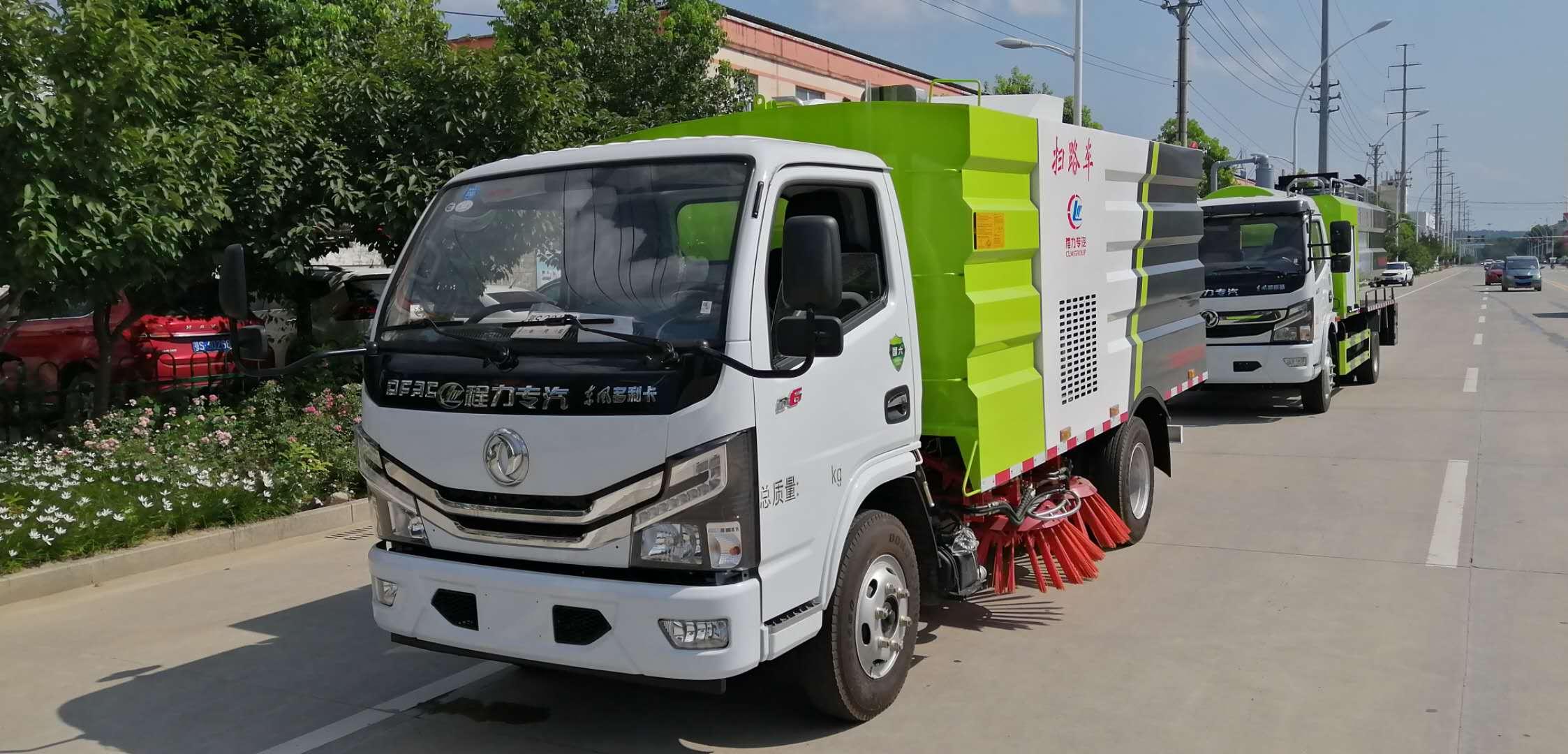 国六东风5方扫路车出厂工作演示图片