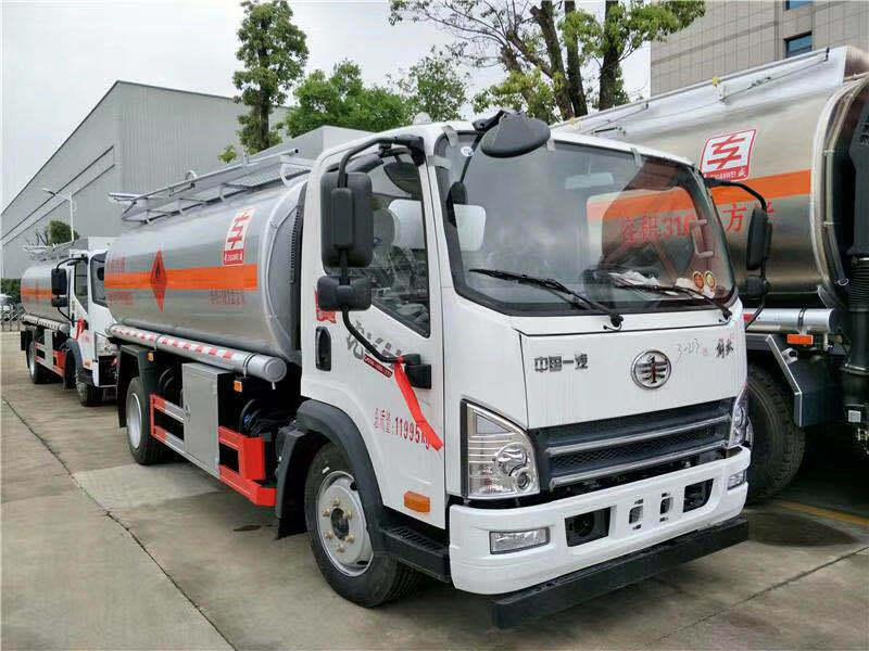 油罐车报价- 东风小型流动加油车价格 给油罐车加油要注意哪些问题?