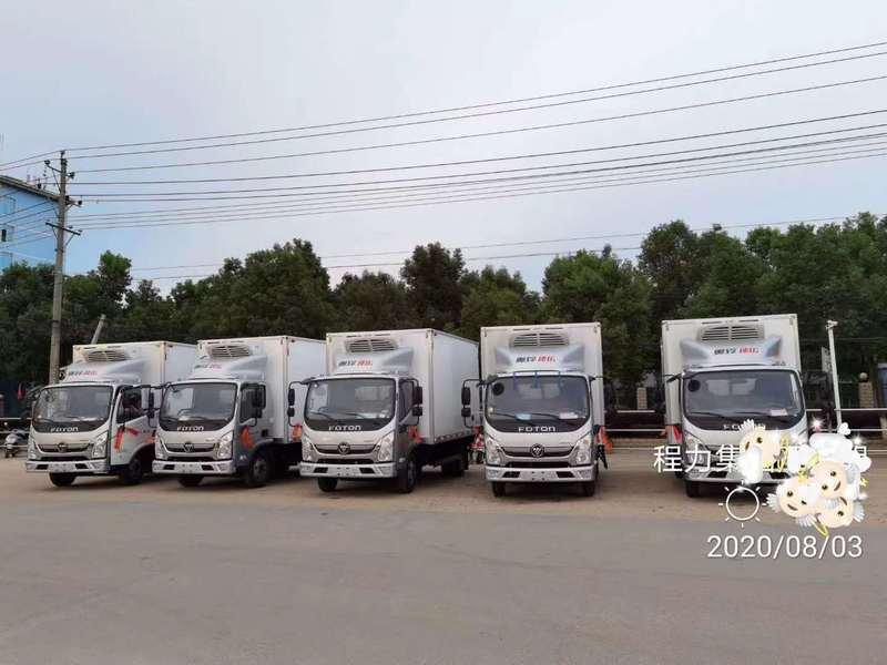 感謝王總信任,來我公司購買5臺國六藍牌福田速運冷藏車!