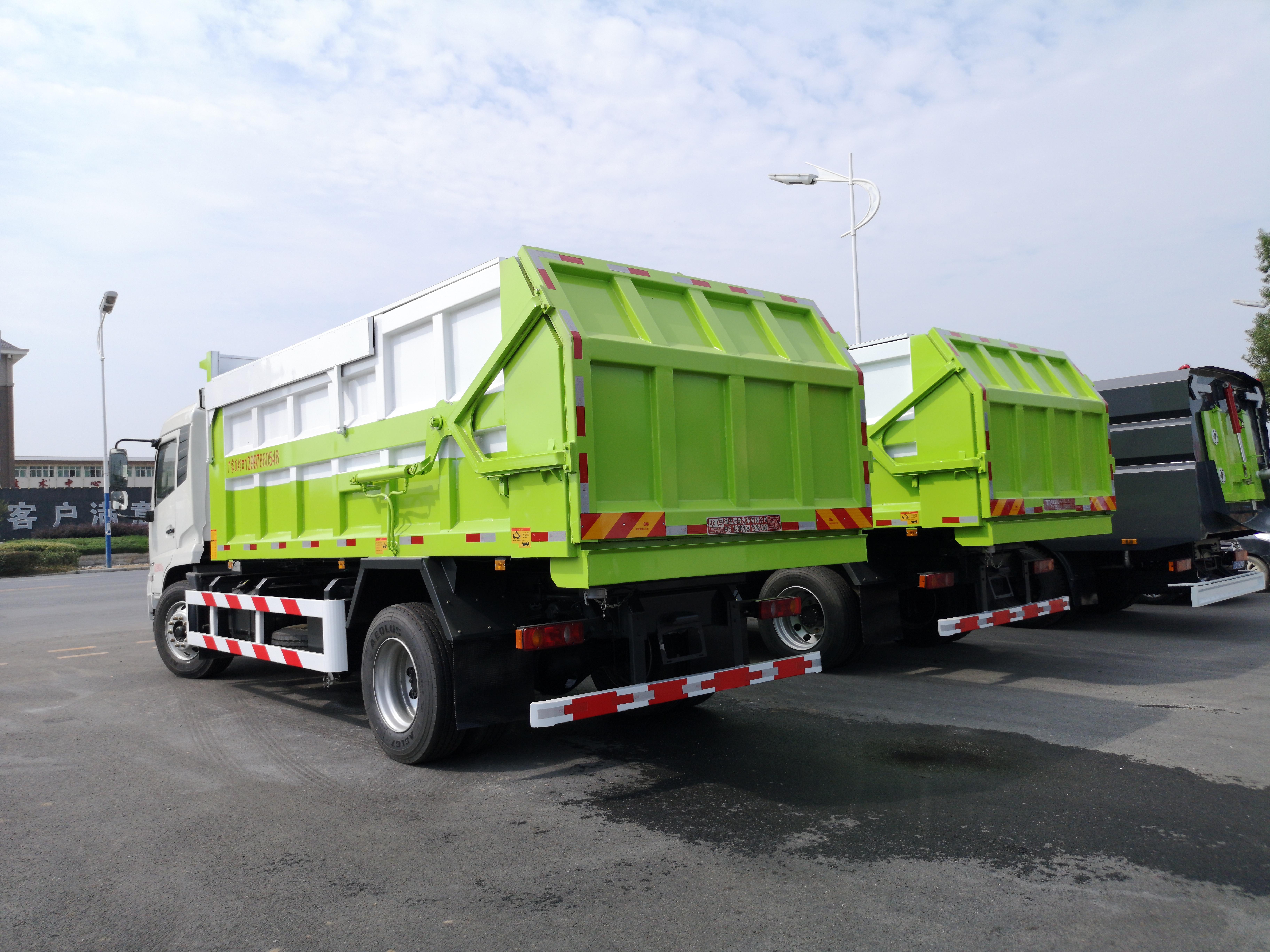 自卸垃圾车漏水测试视频