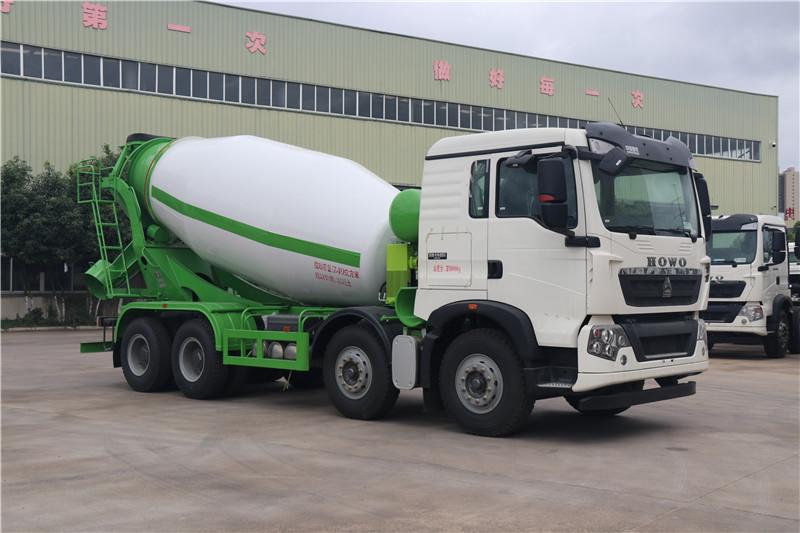 中国重汽知名品牌重汽豪沃12方搅拌车厂区高清视频拍摄视频