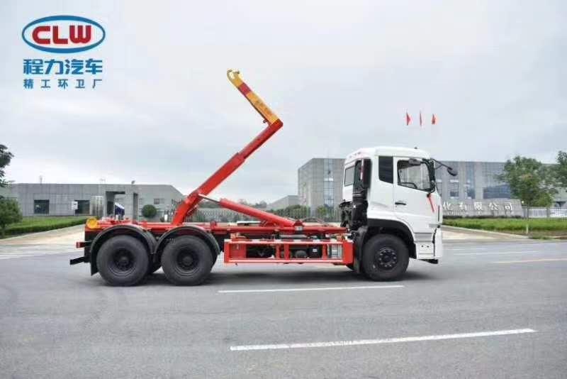 国六天龙后双桥勾臂垃圾车搭配20方建筑垃圾箱厂家报价图片