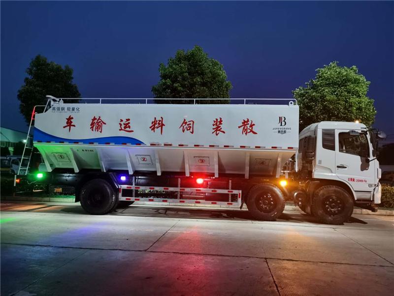 三轴饲料车能装多少吨饲料