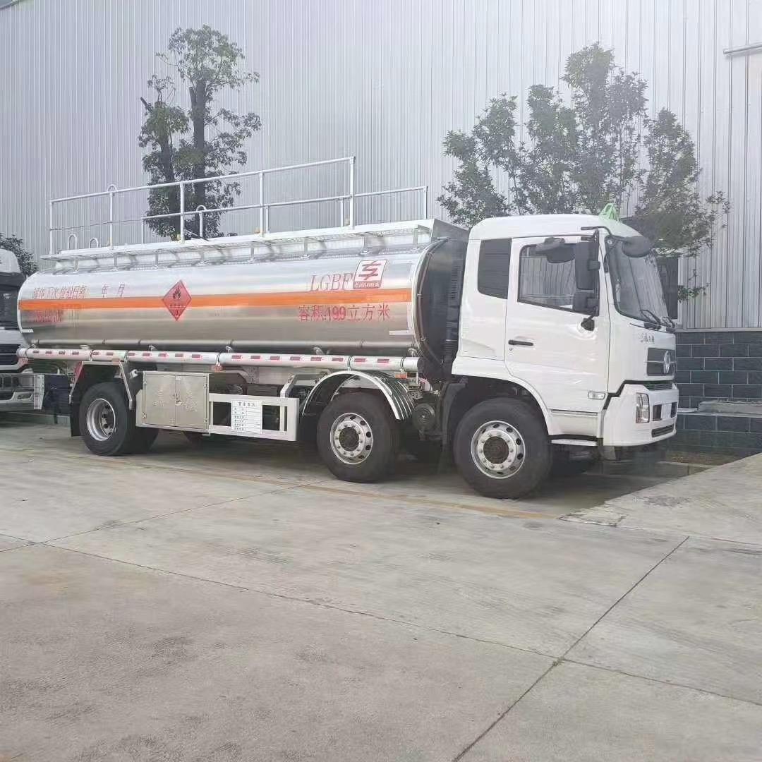 國六小三軸15噸油罐車圖片