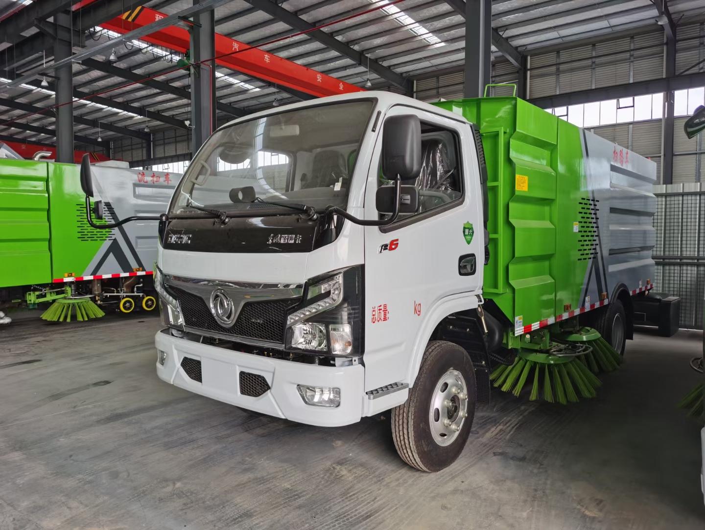 国六多利卡干式扫路车图片