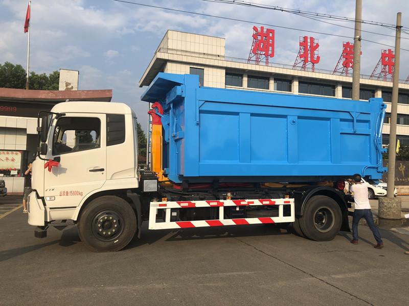 5噸東風勾臂垃圾車視頻