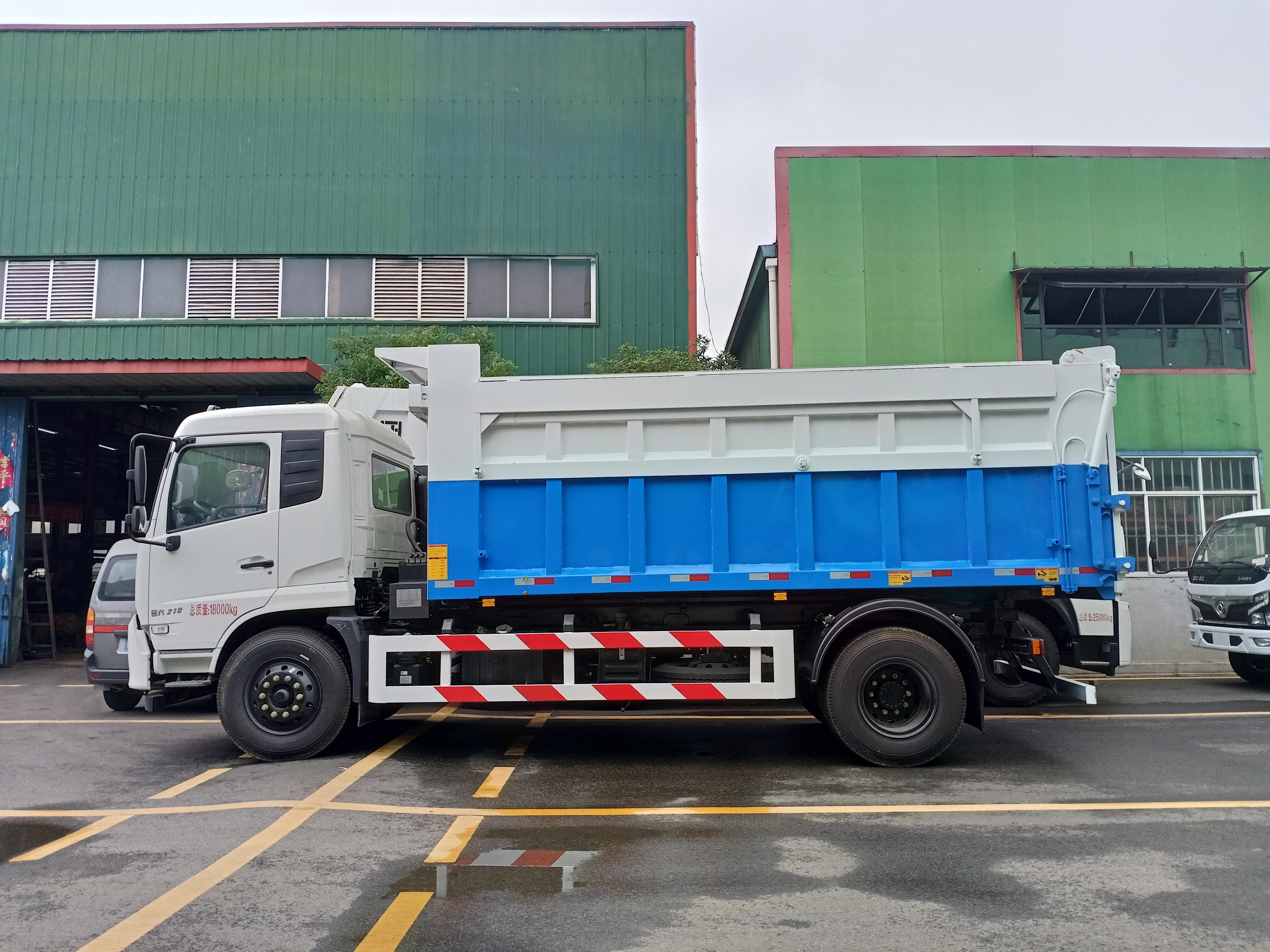 东风天锦自卸垃圾车视频