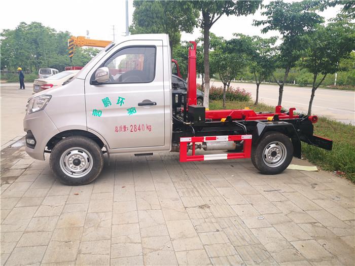 3方勾臂(车厢可卸式)垃圾车 长安勾臂式垃圾车5万元优惠促销