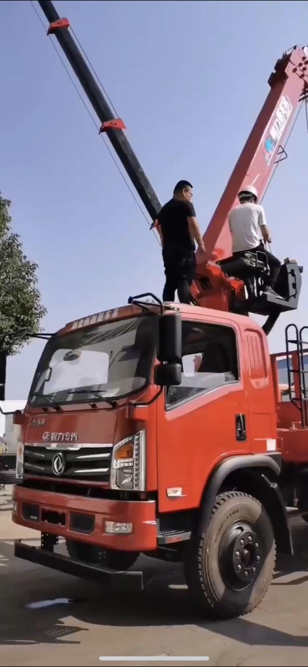 东风华神玉柴180马力上装程力威龙8吨4节臂吊视频