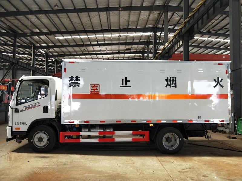 解放国六危废运输车 5米2危险品厢式车厂家批发价格视频视频