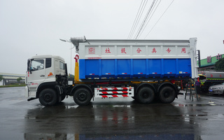 30吨东风天龙勾臂车配40方箱图片