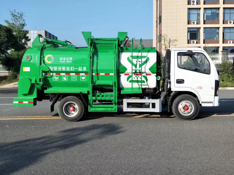 蓝牌侧装压缩垃圾车,密封性能好,箱体容积大。视频
