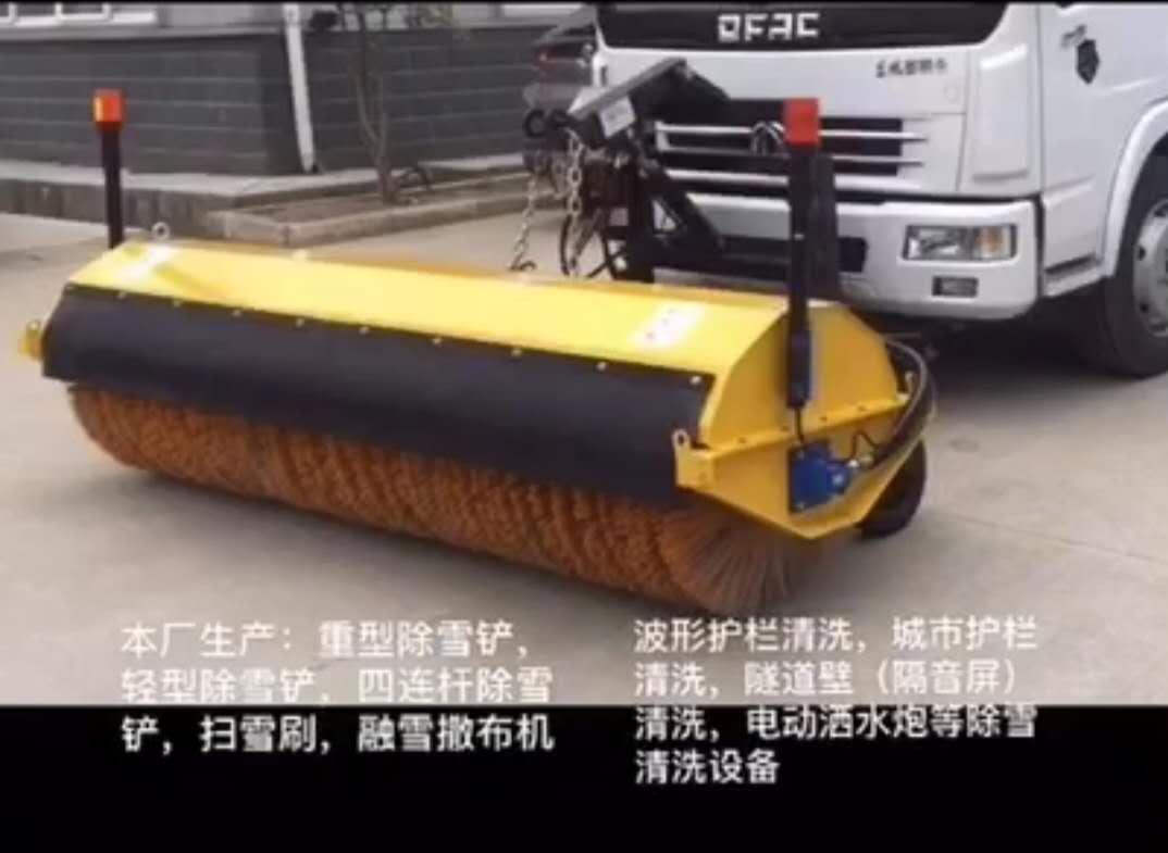 扫雪刷–东风多利卡扫路车加装扫雪刷视频视频