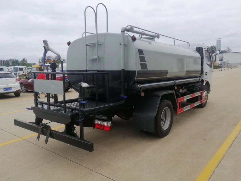 小型洒水车(东风 9.2吨)图片