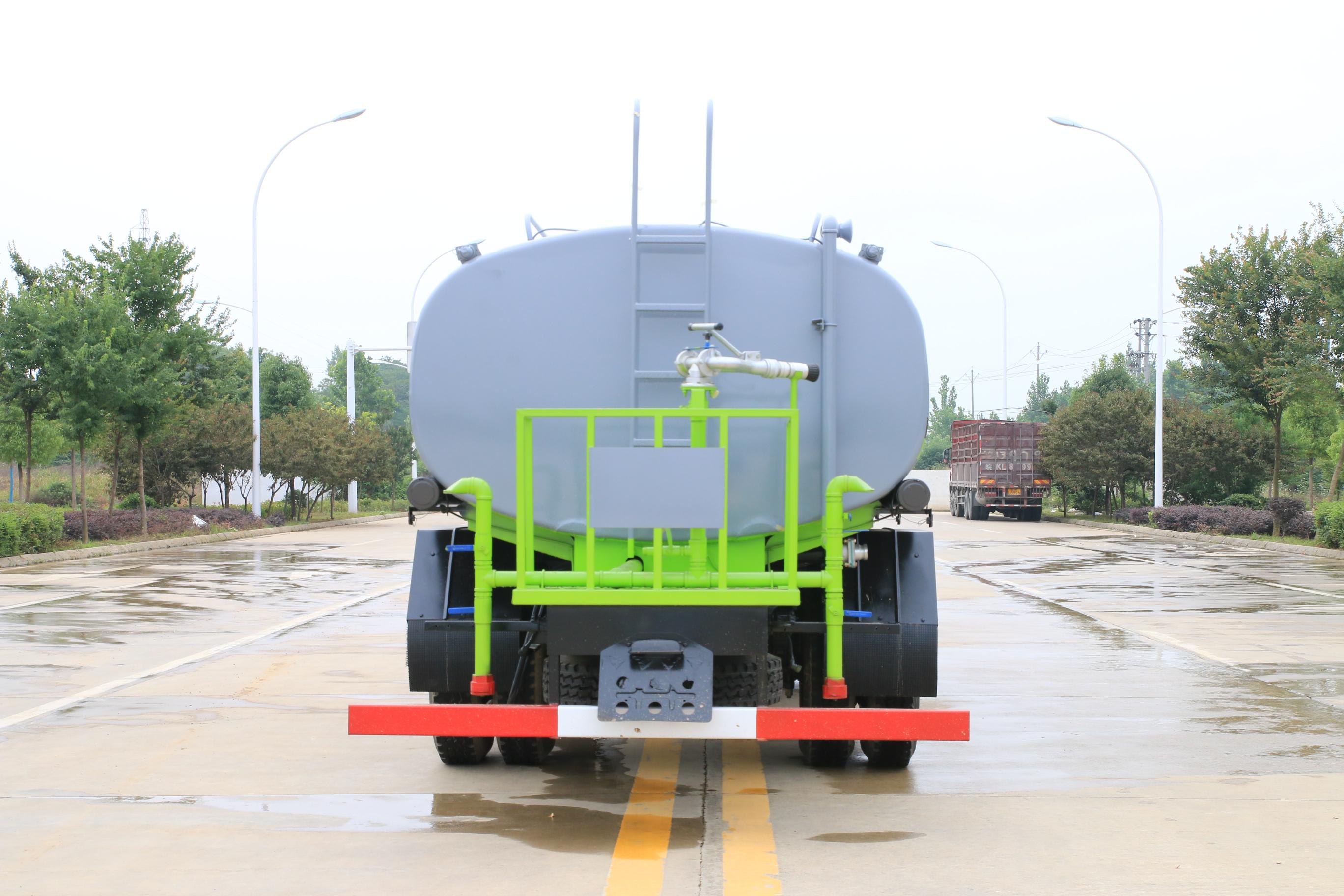 小型洒水车(东风 12吨)图片