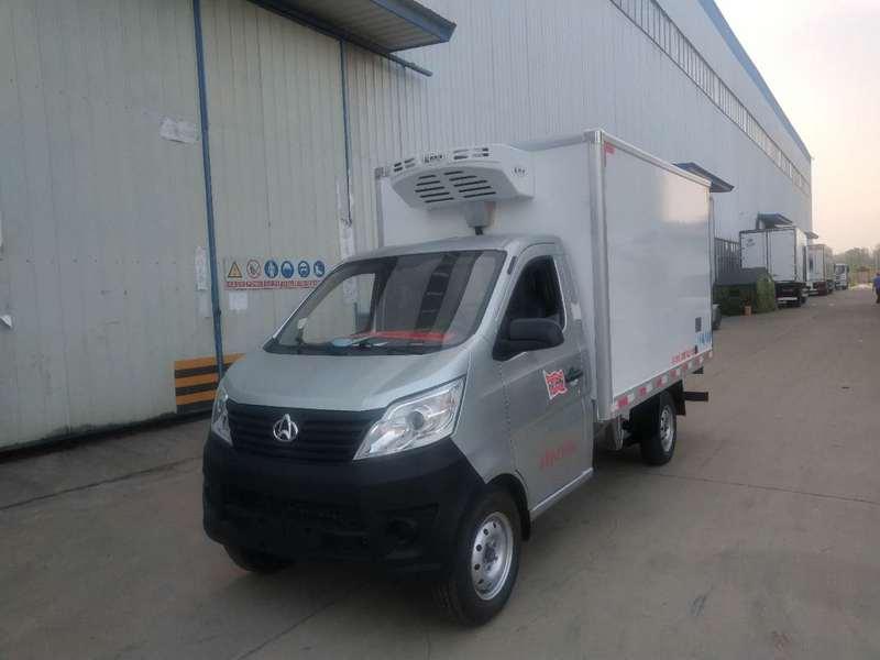 深圳长安小型厢式冷藏车多少钱?