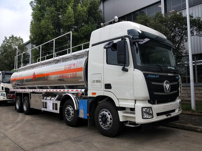 福田欧曼四轴20吨油罐车价格 新款气囊桥25.3方铝合金运油车